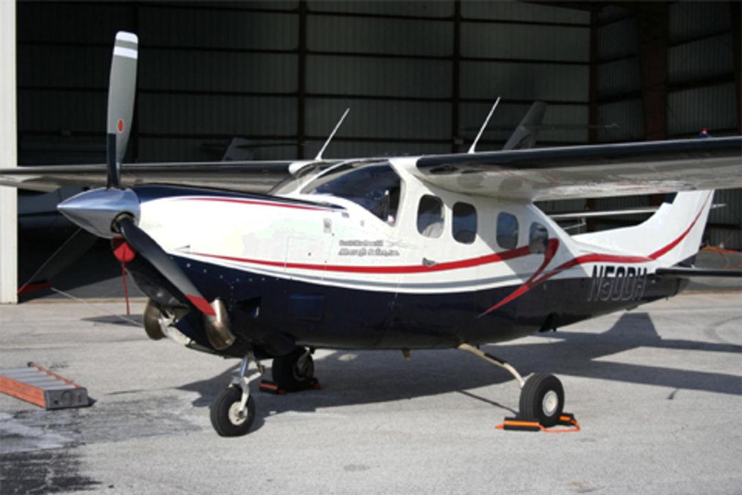 Cessna P210 poh 1981
