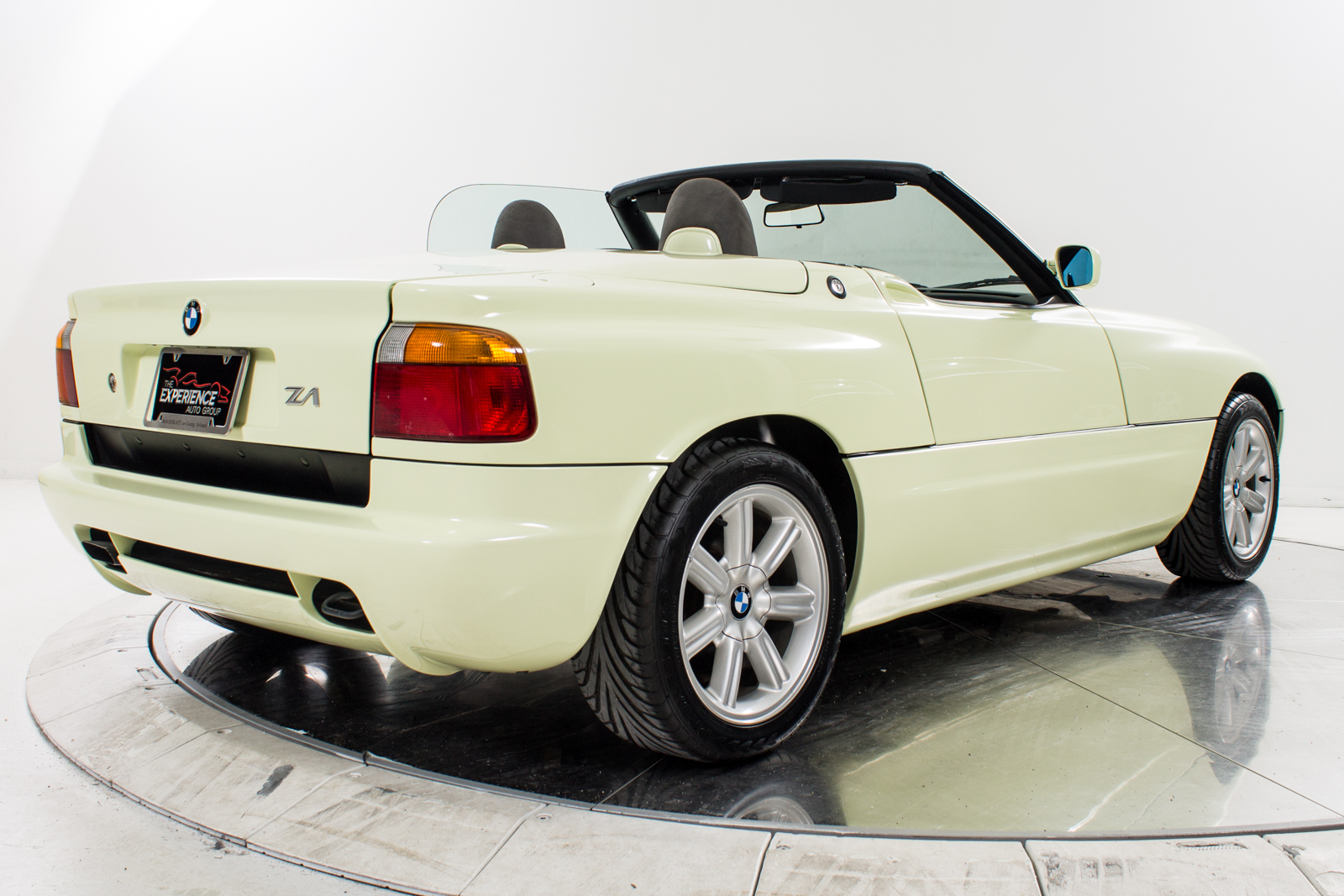 1990 bmw z1 capacity info buy aircrafts. Black Bedroom Furniture Sets. Home Design Ideas